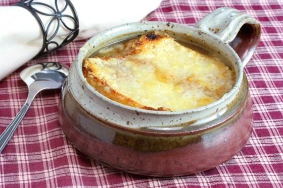 Французский луковый суп с белым вином