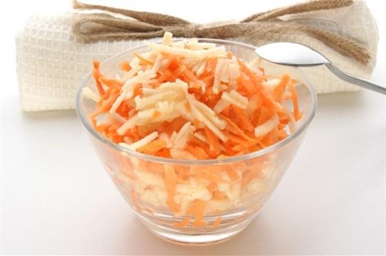 Салат из моркови, яблок и орехов