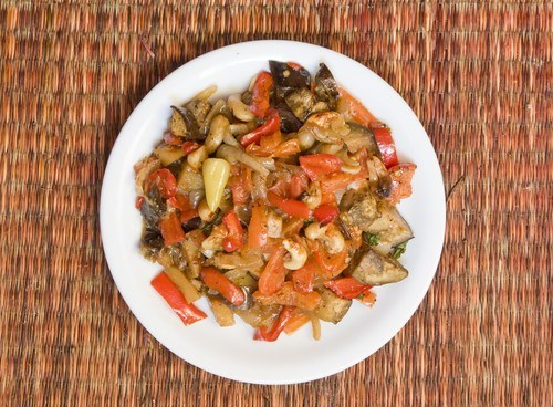 Запеченые овощи с чесноком и пармезаном