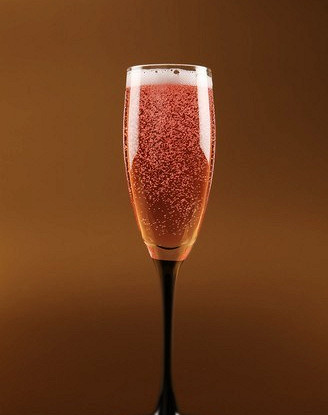 Клюквенный коктейль с шампанским и лимонадом
