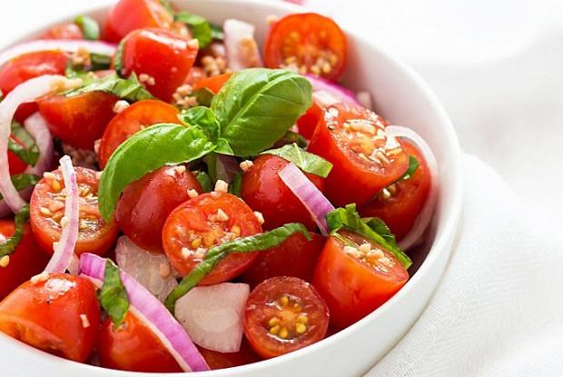 Салат из помидоров черри с заправкой