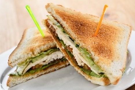 Сэндвич с курицей и овощами