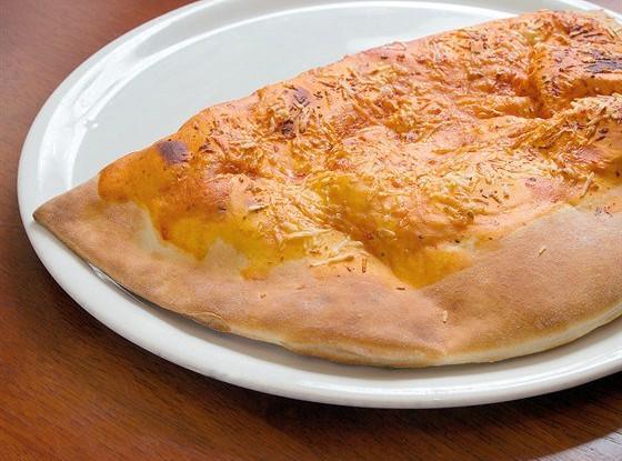 Закрытая пицца с брынзой