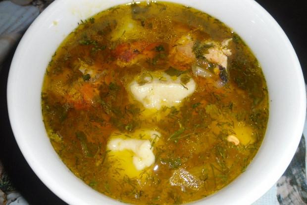 Суп с клецками и куриными рулетиками