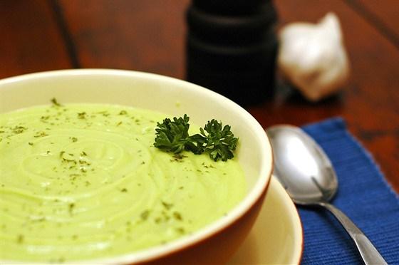 Овощной суп с сельдереем и авокадо