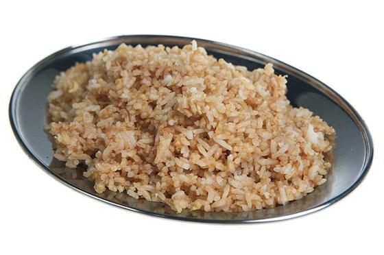 Рис, обжаренный с яйцом и зеленым луком