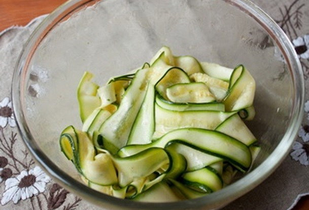 Салат из цукини, чеснока и лимона