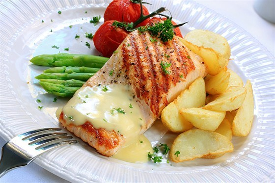 Филе лосося с голландским соусом