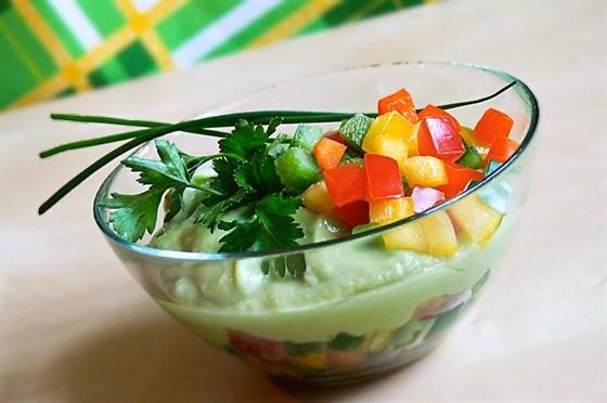 Суп из огурцов и авокадо