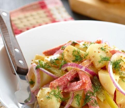Картофельный салат с карамелизованным луком и лимонным майонезом
