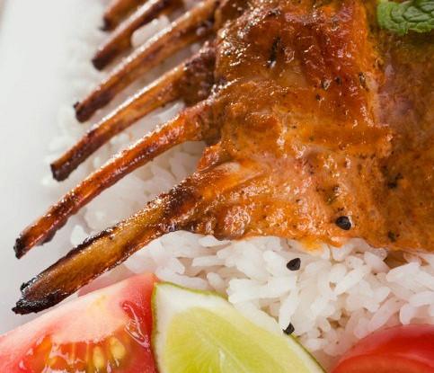 Баранина тандури с томатно-луковой сальсой