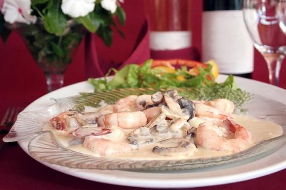 Креветки с текилой, сливками и зеленым луком