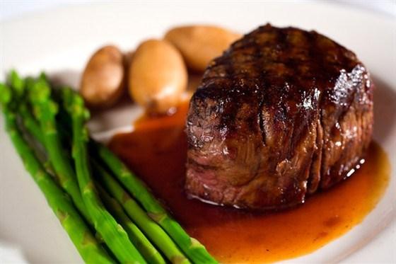 Мясо с ягодно-медовым соусом