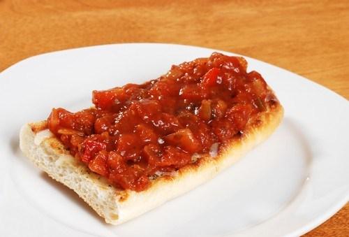 Закуска из жареных томатов и трав
