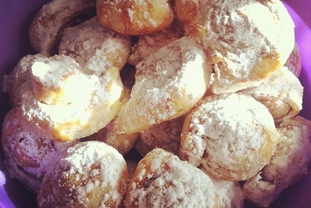 Улитки с сахаром и корицей