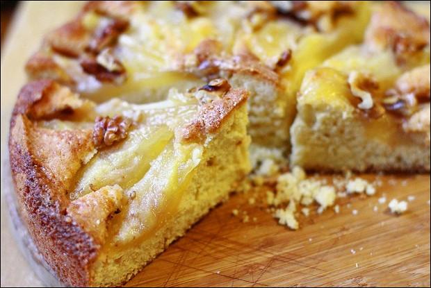 Пирог с карамелизованными грушами