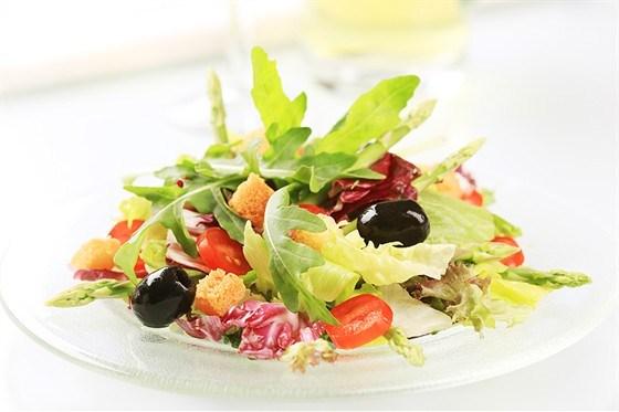 Томатно-хлебный салат с травами