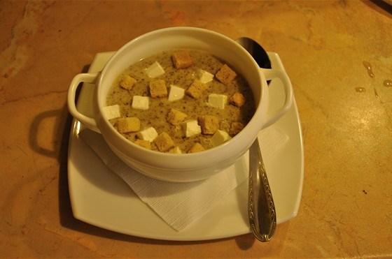 Крем-суп из шампиньонов на курином бульоне