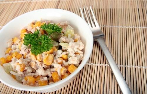 Салат из тунца с кукурузой