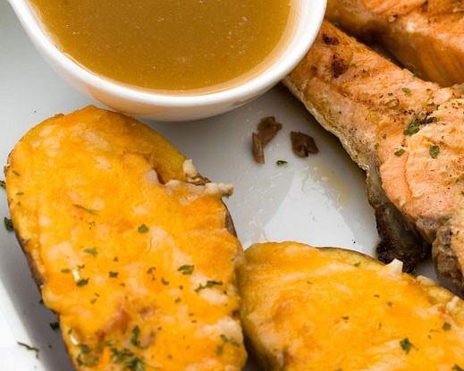 Горячие бутерброды из ржаного хлеба с брокколи и чеддером