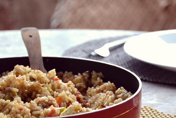 Красный рис бирьяни с паниром и овощами