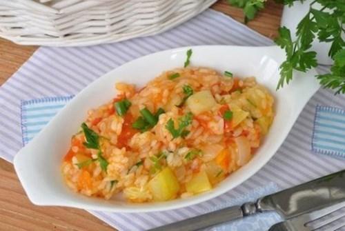 Кабачки с рисом, морковью и куриной грудкой