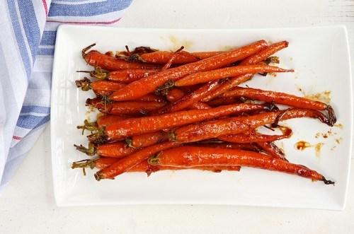 Кисло-сладкая печеная морковь