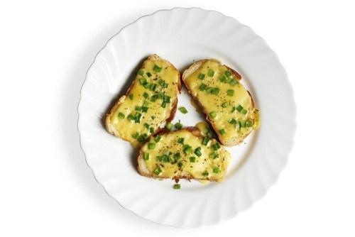 Бутерброды с сыром и черемшой