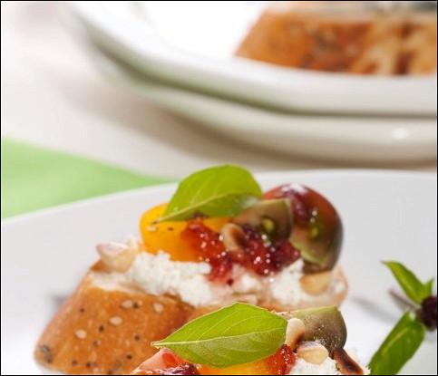 Бутерброд с сыром и фруктами