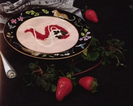 Холодный ягодный суп с черничным соусом