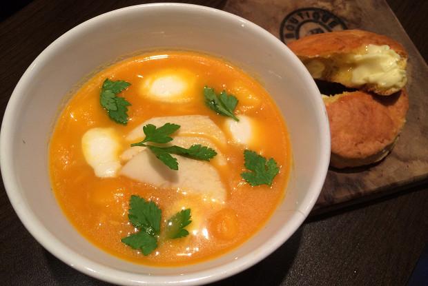 Морковный суп с моцареллой и яблоками