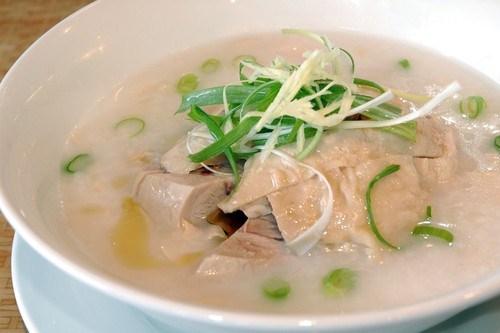 Куриный суп-пюре с горохом и чесноком