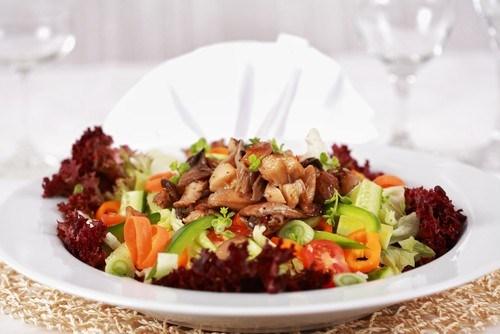 Салат из капусты с копченой треской