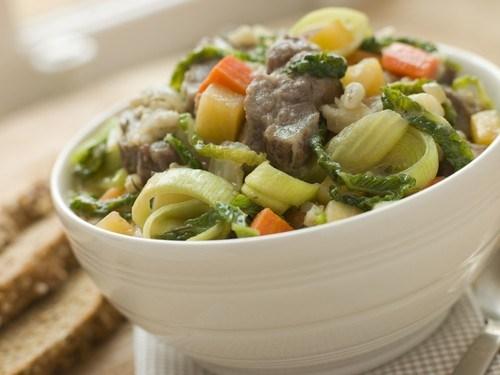 Салат из телятины с луком, морковью и сельдереем