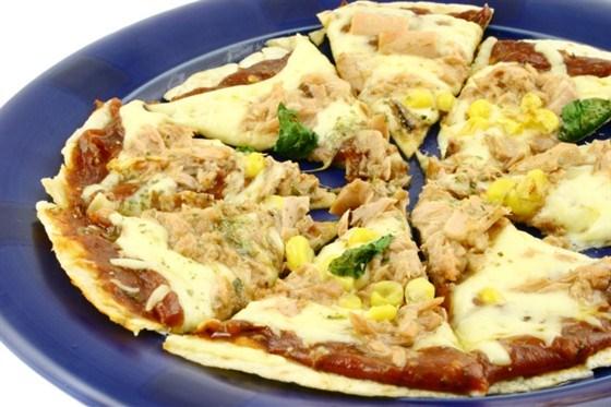 Зерновая пицца с тунцом и кукурузой