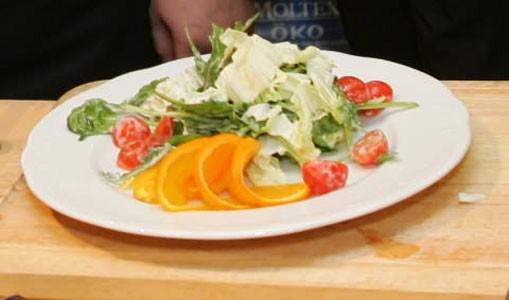 Теплый салат с морскими гребешками и апельсином