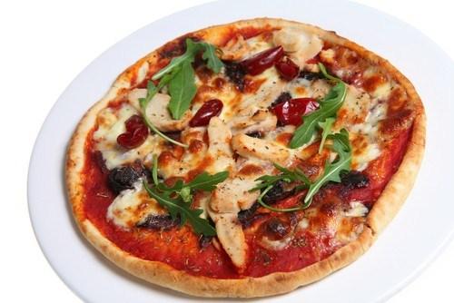 Пицца с маринованной уткой