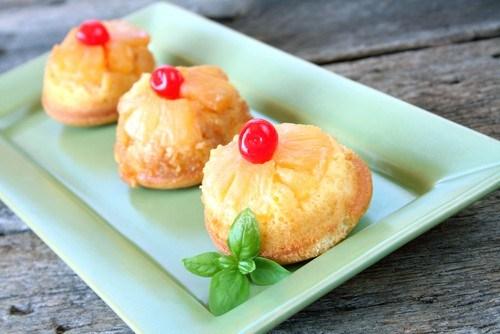 Пирожные с ананасом и кокосом