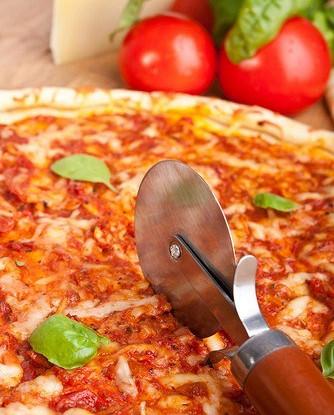 Пицца с бараниной и помидорами