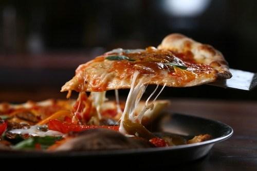 Пицца c артишоками и консервированными помидорами