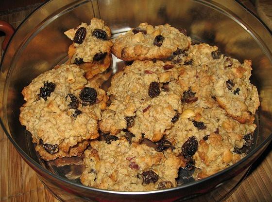 Овсяное печенье с изюмом и коньяком