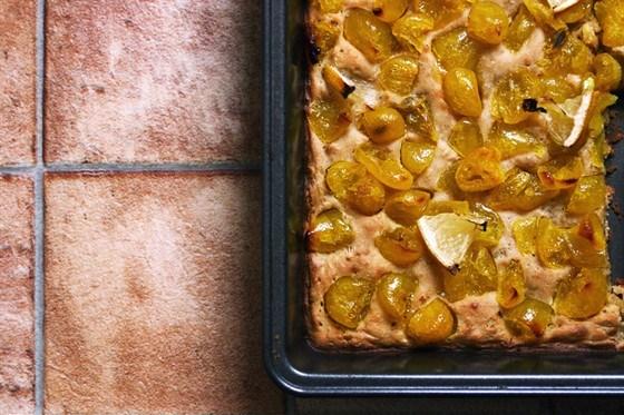 Пирог на кефире с желтым кумкватом