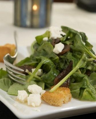 Теплый салат из разноцветного мангольда с кедровыми орешками, чесноком и фетой