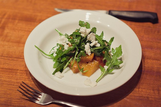 Салат из желтой свеклы с зернами граната и фетой