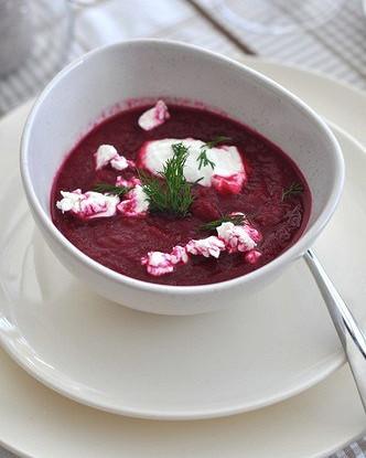 Свекольный крем-суп со сметаной и шнитт-луком