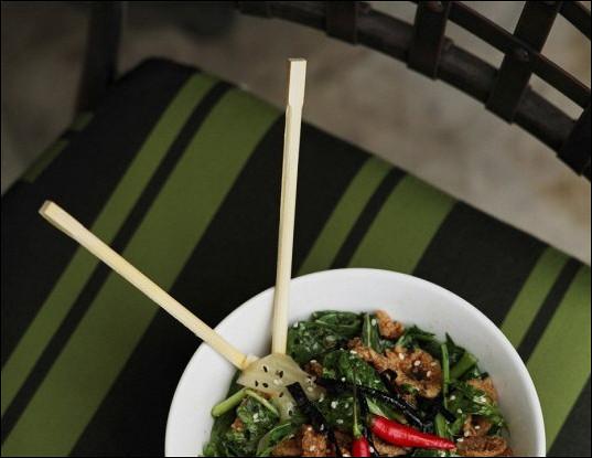 Легкий тайский салат с говядиной