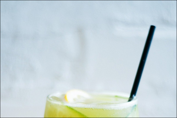 Газированный огуречный лимонад