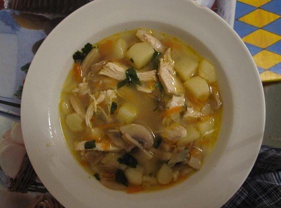 Куриный суп с грибами шампиньонами и зеленью
