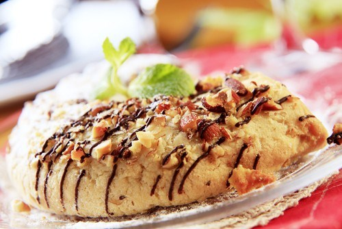 Миндальные пирожные с карамелью