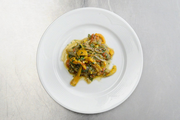 Салат аджапсандали